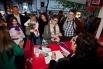 Signant el llibre Paraules d,amor. Sant Jordi 2012