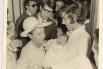 Dia de bautizo, entre mi madre y Joan Manuel Serrat, el padrino. Barcelona, 1969